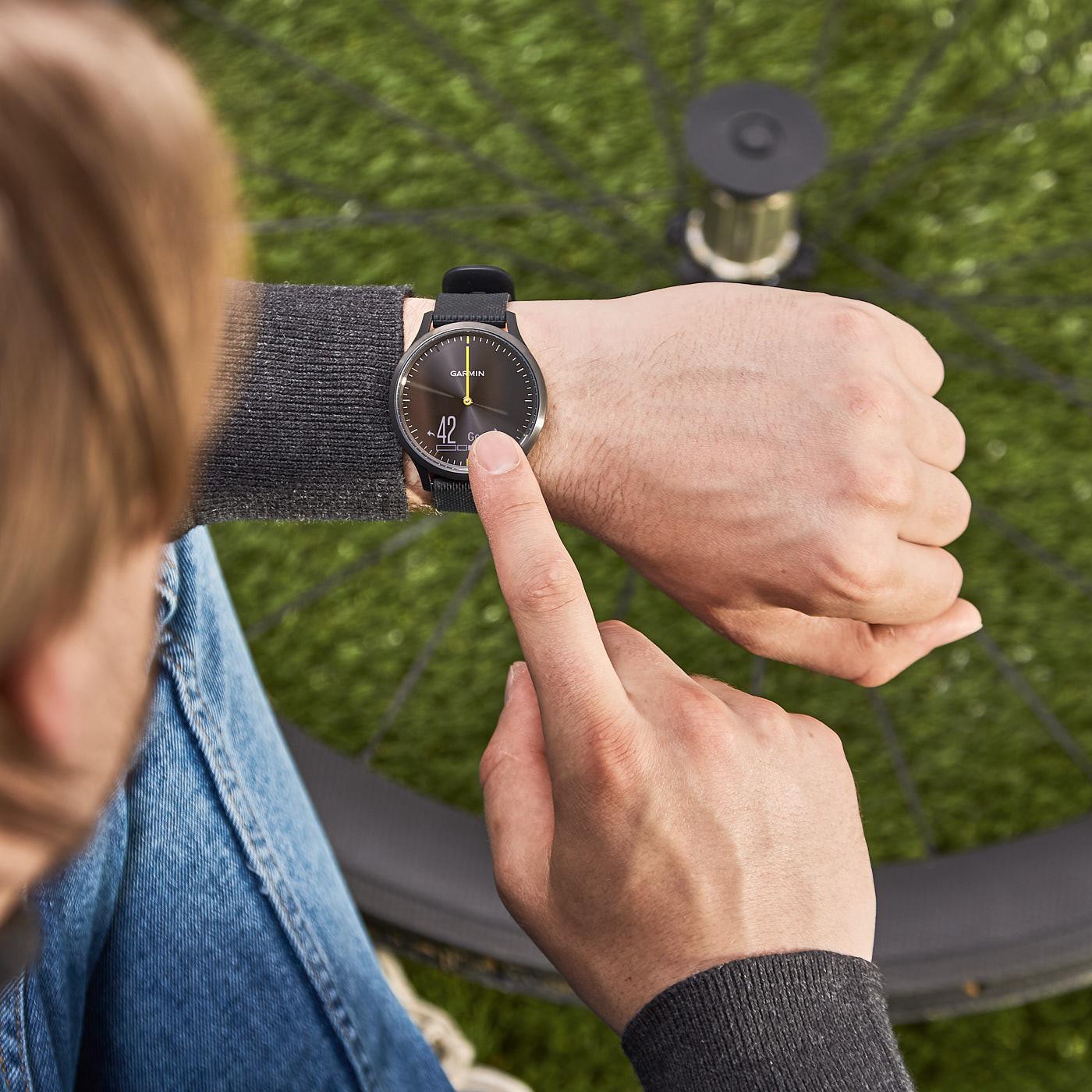 Garmin Vivomove HR Sport Hybrid Smartwatch 010-01850-01 (42 mm)
