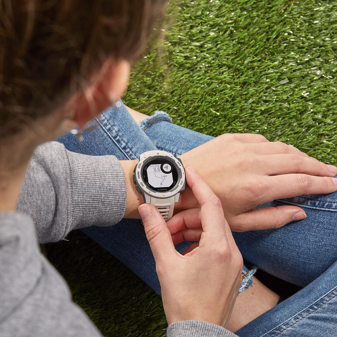 Garmin Instict GPS Smartwatch 010-02064-01 (45 mm)